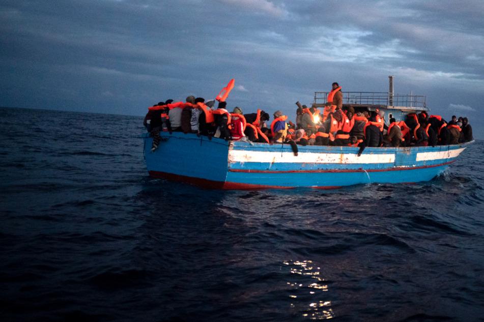 Bootsmigranten gerettet: Open Arms nimmt fast 170 Menschen an Bord
