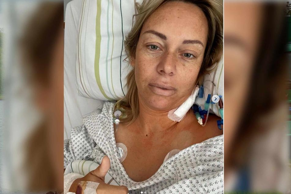 Julia Holz zeigt sich völlig erschöpft nach der erneuten Operation.