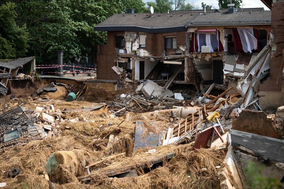 Ein Haus im nordrhein-westfälischen Erftstadt ist durch die Hochwasserkatastrophe völlig zerstört worden.