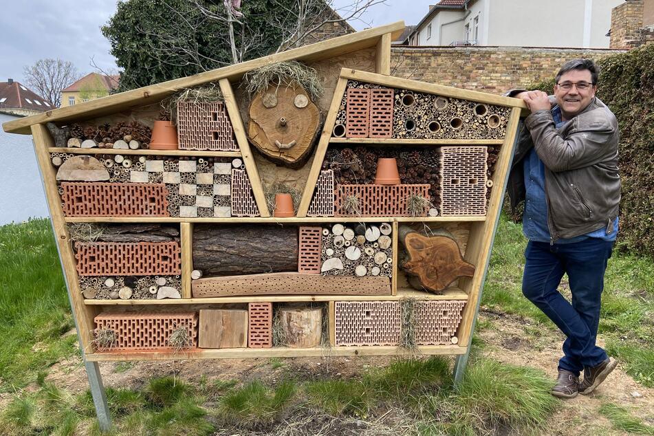 Daniel Grahl hat das Insektenhotel gemeinsam mit einem Freund gebaut.