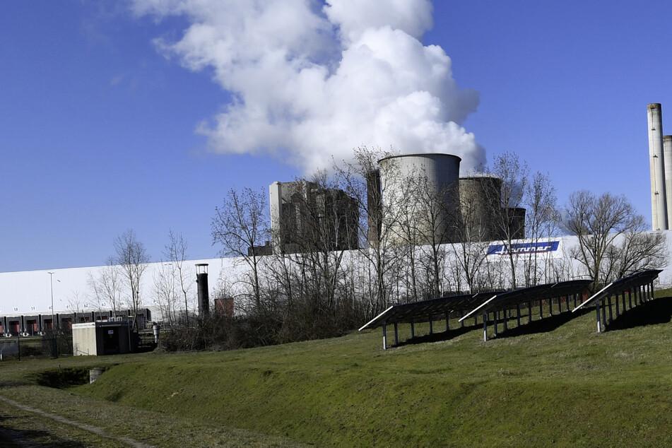 Brand in Kohlekraftwerk bei Eschweiler: Feuerwehr mit Großaufgebot vor Ort