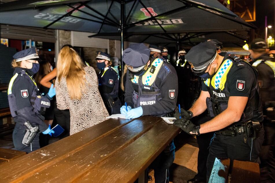 """Gast auf illegaler Party im Hamburger """"Club 25"""" hatte Corona!"""