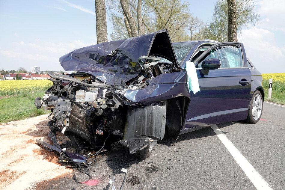 Der Audi-Fahrer war auf der Neefestraße plötzlich auf die Gegenfahrbahn gekommen und in einen Laster gekracht. Der Fahrer wurde verletzt.