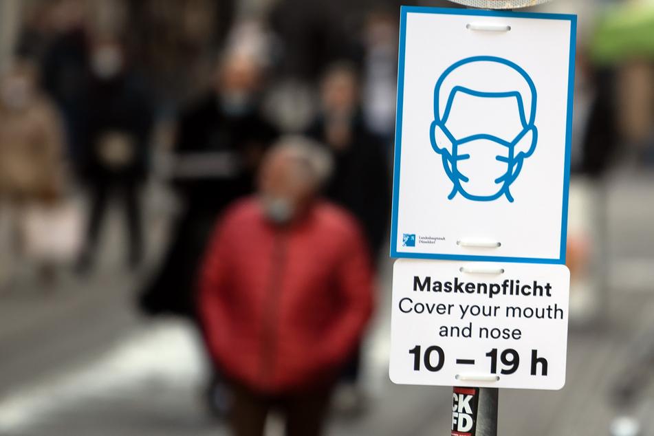 Nach Entscheidung des Verwaltungsgerichts ist eine generelle Maskenpflicht in Düsseldorf nicht rechtens. An bestimmten Orten ist sie es allerdings schon.