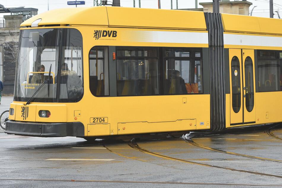 Der Zwölfjährige wurde in einer Straßenbahn in Dresden geschlagen. (Symbolbild)