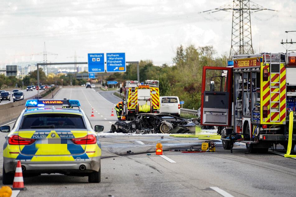 Der an dem mutmaßlichen illegalen Autorennen nicht beteiligte Skoda-Fahrer verbrannte in seinem Auto. Auch der unfallverursachende Lamborghini brannte komplett aus.