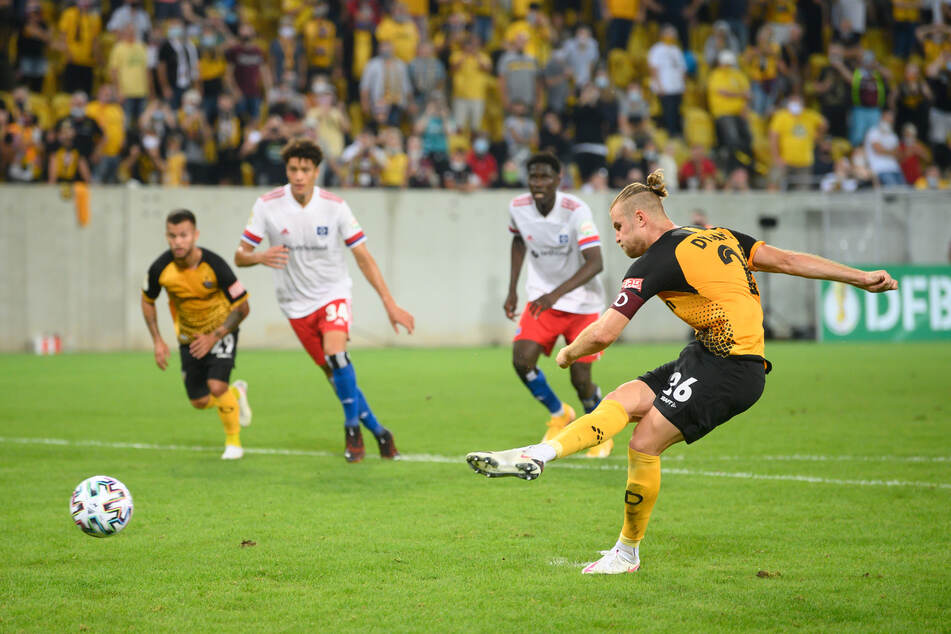 Sebastian Mai machte in der Nachspielzeit mit seinem Treffer zum 4:1 den Deckel drauf und den Sieg perfekt. Die Stimmung im Rudolf-Harbig-Stadion am Siedepunkt.