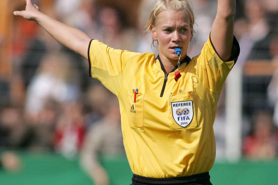 Mittlerweile haben sich Frauen sogar im Männer-Fußball etabliert. So beispielsweise Ex-Schiedsrichterin Bibiana Steinhaus (41).