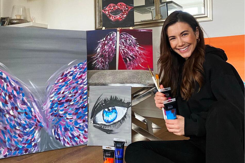 Laura Winter (27) malt mit Ölfarbe auf Leinwand.