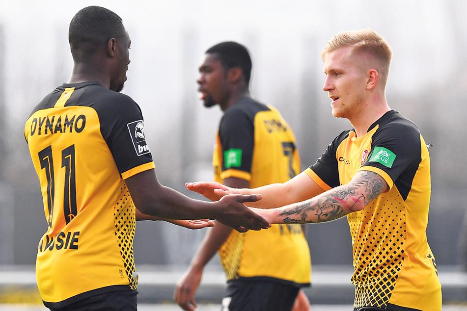 Torschütze Luka Stor (22, r.) beglückwünschte Agyemang Diawusie (23) für dessen Vorlage zum 2:0.