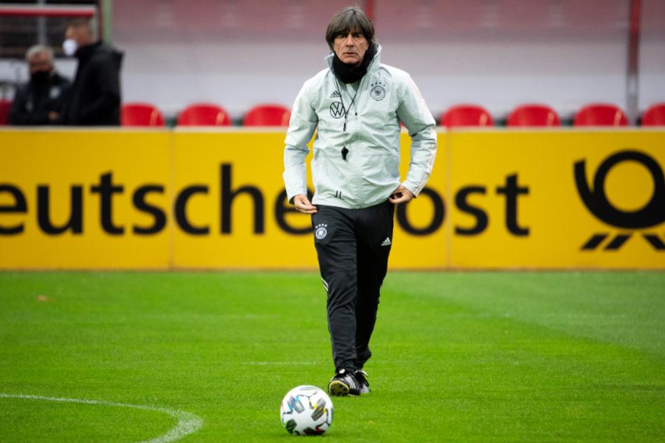 DFB-Bundestrainer Joachim Löw (60) verzichtet gegen die Ukraine auf fünf Spieler, bekommt aber auch einige Leistungsträger hinzu.