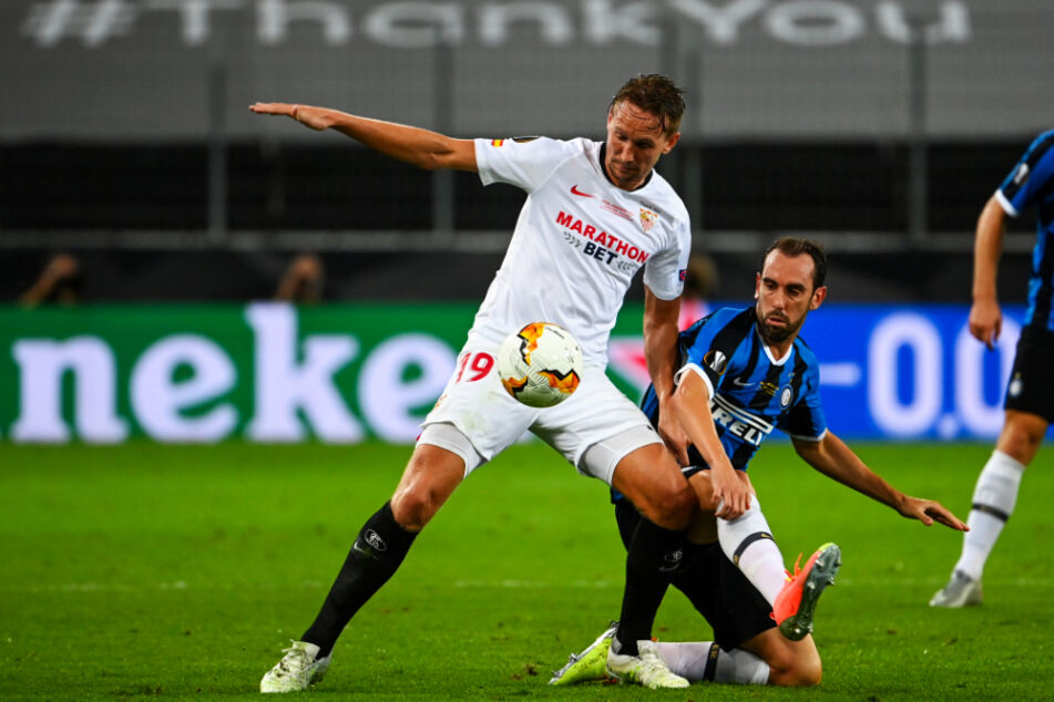 Luuk de Jong (left) caused problems for Inter Milan's central defender Diego Godin.