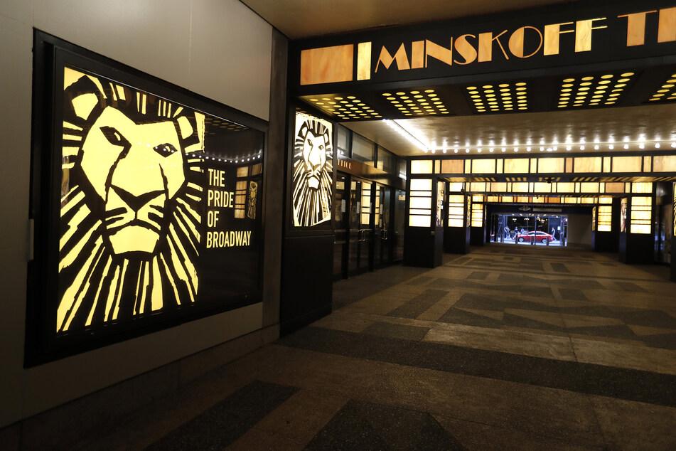"""Das Minskoff Theatre, in dem das Musical """"The Lion King"""" läuft, ist geschlossen. Im berühmtesten Theaterviertel der Welt bleiben wegen des Coronavirus in diesem Jahr die Lichter aus."""