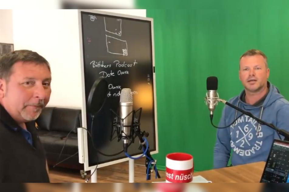 """Thomas Böttcher (55, l.) und sein Kumpel Michael Berndt (51) starten im Juni den Podcast """"Dote Oma – schmeckt nicht jedem""""."""