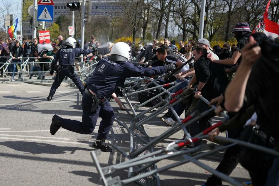 Tausende bei Corona-Demo in Wien: Pfefferspray und Festnahmen