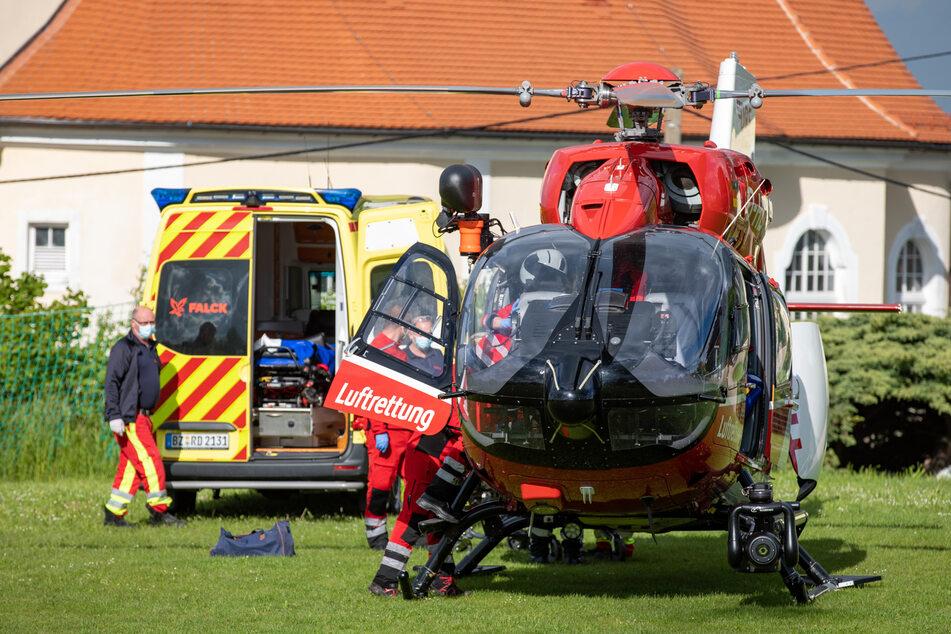 Der schwer verletzte Mann (59) wurde mit dem Rettungshubschrauber in ein Krankenhaus gebracht.