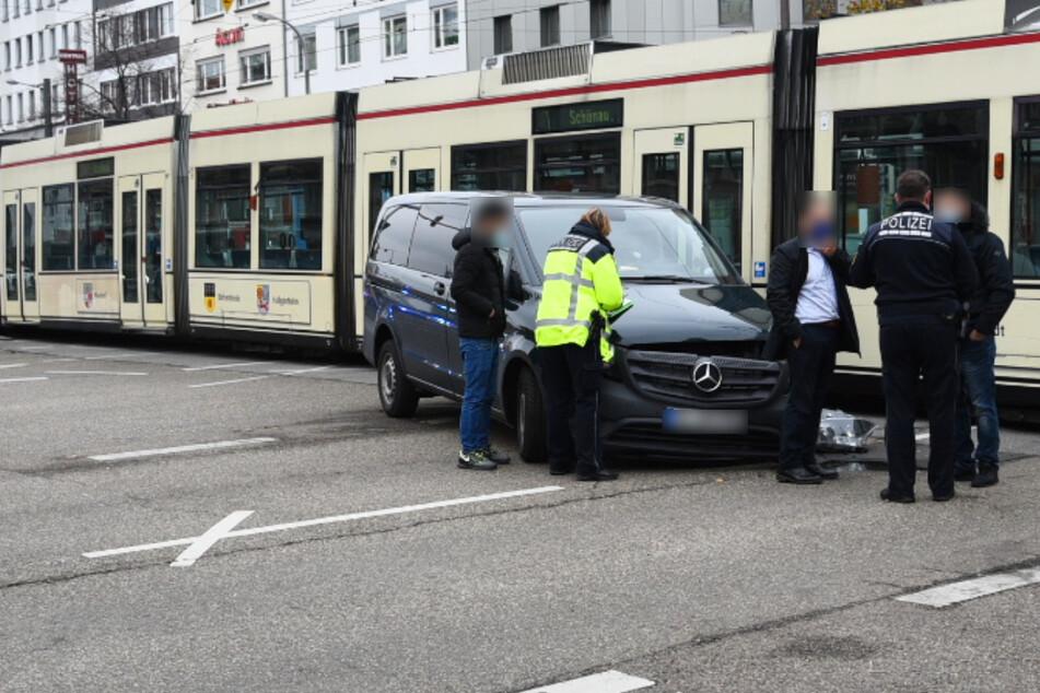 Auto und Straßenbahn krachen ineinander: Jetzt braucht Ihr Geduld in Mannheim