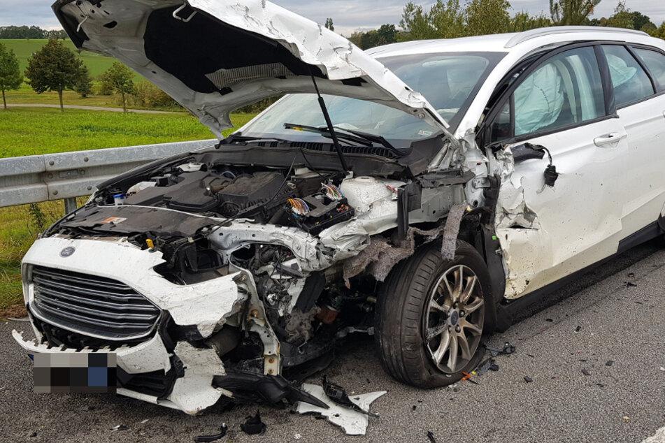 Der Ford ist völlig zerstört.