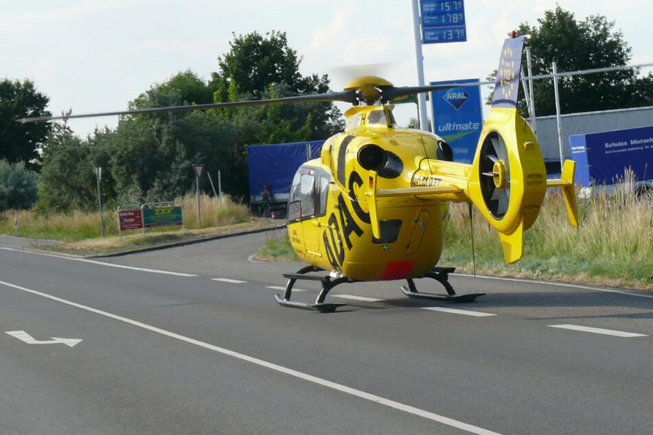 Ein 13 Jahre alter Motorrad-Beifahrer wurde bei einem Auffahrunfall im Landkreis Stendal schwer verletzt. Ein Rettungshubschrauber brachte ihn nach Magdeburg.