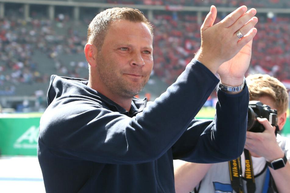 Pal Dardai wird nach dem Spiel gegen Leverkusen von der Ostkurve verabschiedet.
