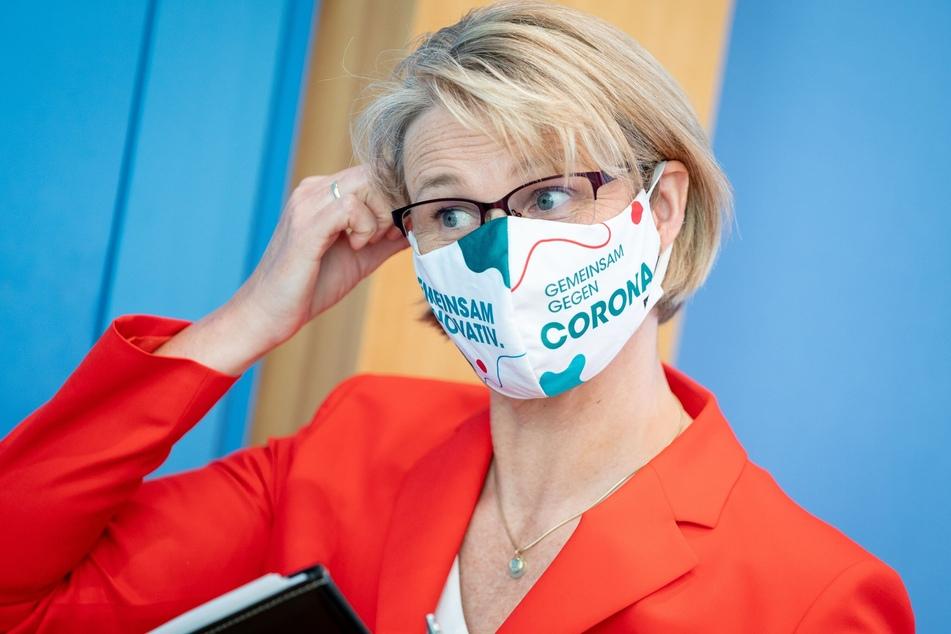 Anja Karliczek (CDU), Bundesministerin für Bildung und Forschung, spricht sich für eine Ausweitung der Maskenpflicht an Deutschlands Schulen aus.
