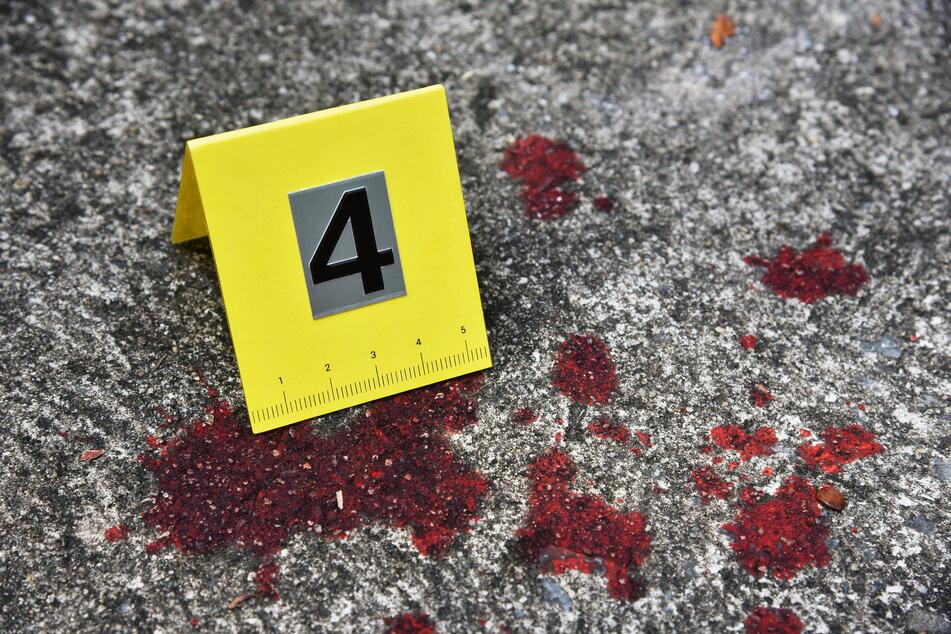 Die Leiche wurde am Tatort furchtbar zugerichtet gefunden. (Symbolbild)