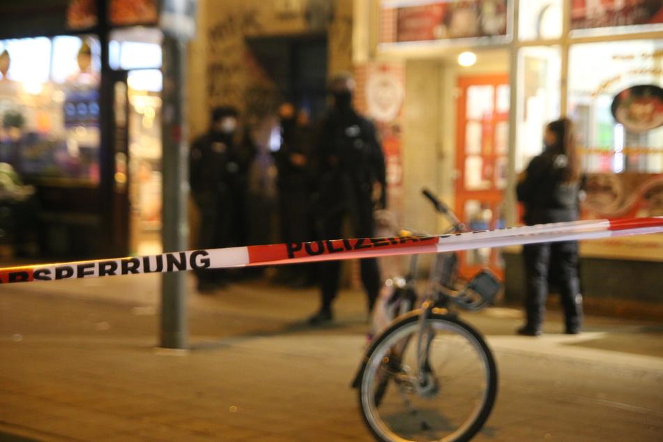 Zeugen hörten Knall: Großer Polizeieinsatz auf Leipziger Eisenbahnstraße!