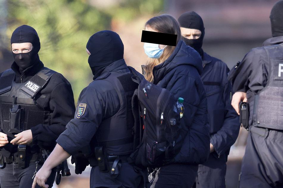 Lina E. wurde Anfang November festgenommen. Am heutigen Mittwoch beginnt der Prozess gegen sie in Dresden.