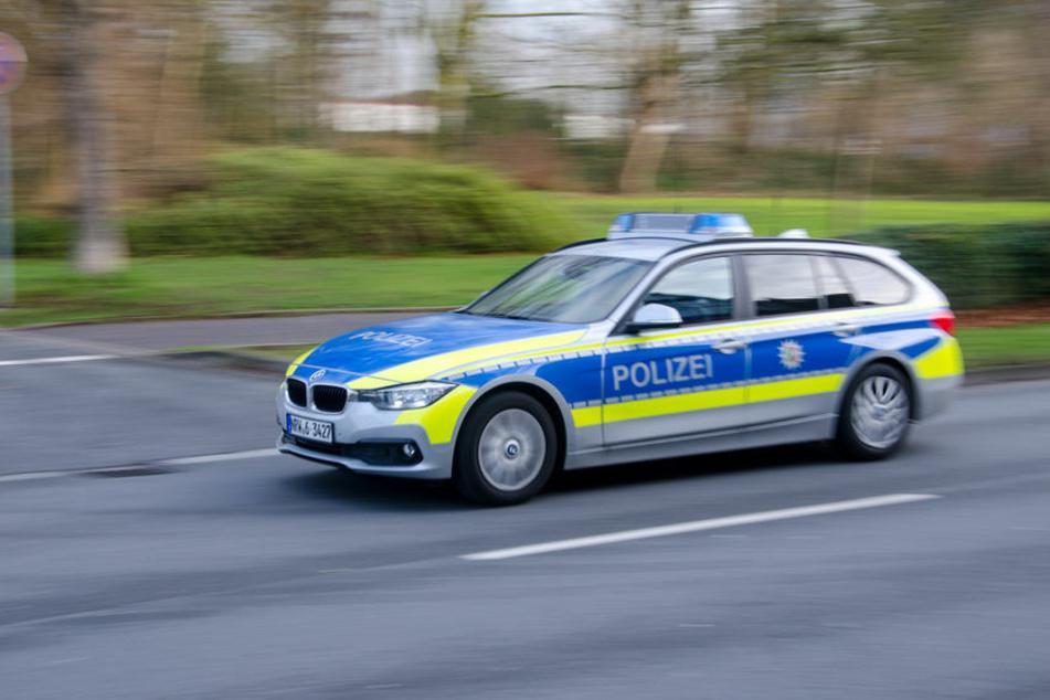 Köln: Typ (19) rast mit Mamas Benz durch Köln, zwei Menschen stehen dabei auf Seitenschwellern!