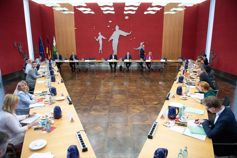 Im vergangenen Juni kam der sächsische Koalitionsausschuss noch zu einem direkten Treffen zusammen, diesmal wurde die Sitzung per Videokonferenz abgehalten.