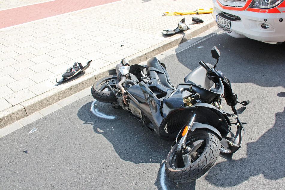 Der 16-jährige Roller-Fahrer wurde bei dem Unfall in Velbert schwer verletzt.
