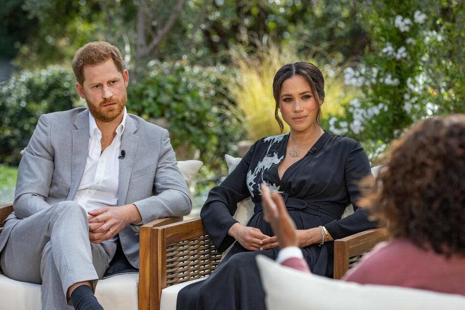US-Moderatorin Oprah Winfrey (67, r.) spricht bei einem Interview mit Prinz Harry (36) und seiner Ehefrau Herzogin Meghan (39).