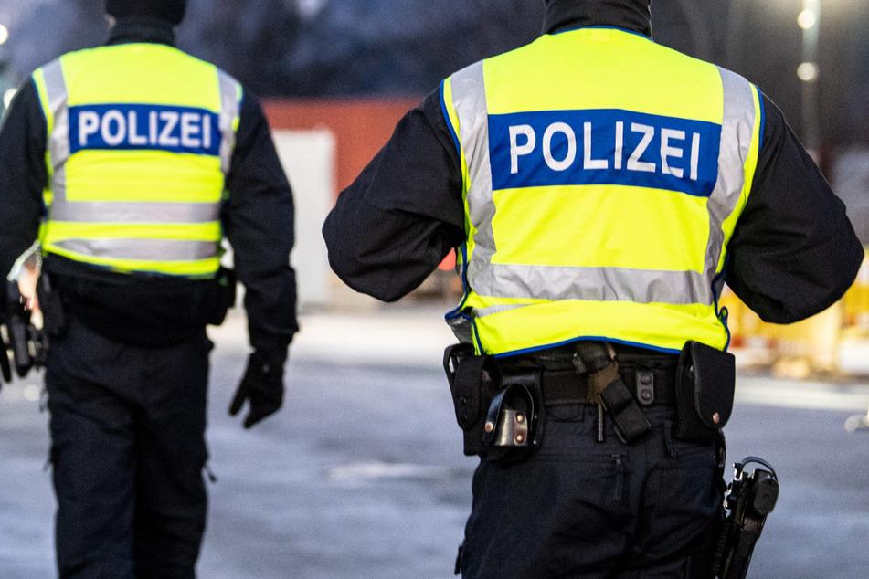 Eine Blutspur führte die Polizei in Oberfranken zu einem medizinischen Notfall. (Symbolbild)