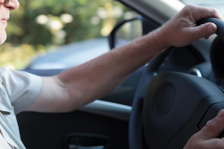 Mann setzt seine Frau vor Lokal ab und sucht Parkplatz: Kurios, wo er schließlich landet