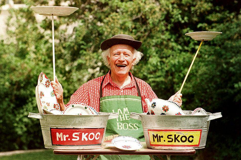 Die Paradenummer von Václav Mrskoc alias Mr. Skoc war die berühmte Tellerjonglage. Mit ihr trat er nicht nur im Zirkus auf.