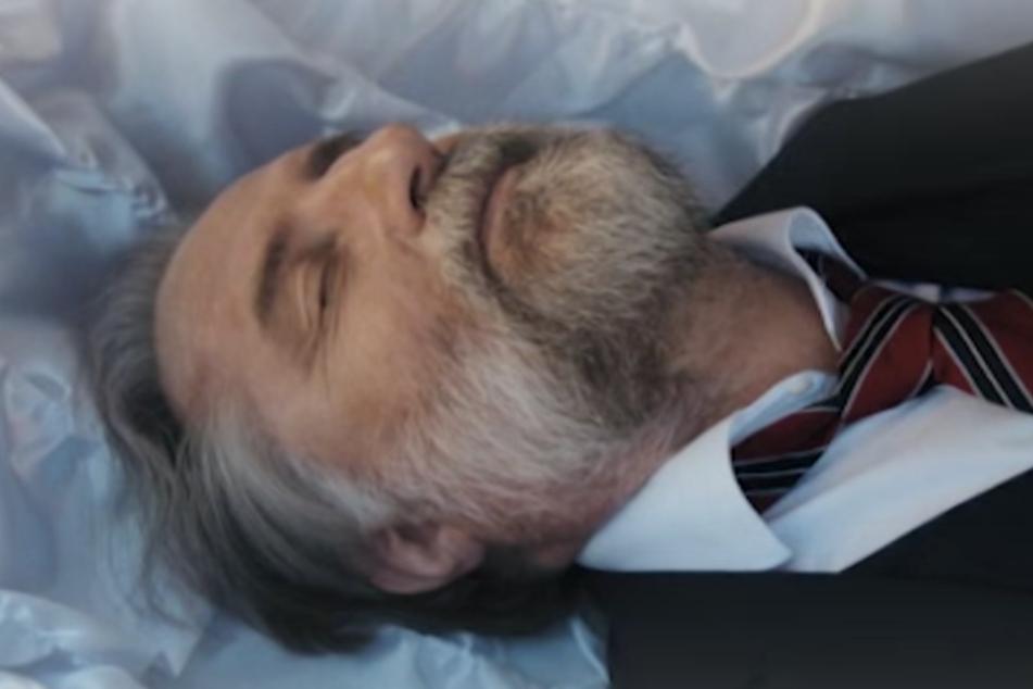 """Die Leiche des """"Digital-Chefs"""" wurde im Sarg ausgerechnet beim Ortsbestatter """"versteckt""""."""