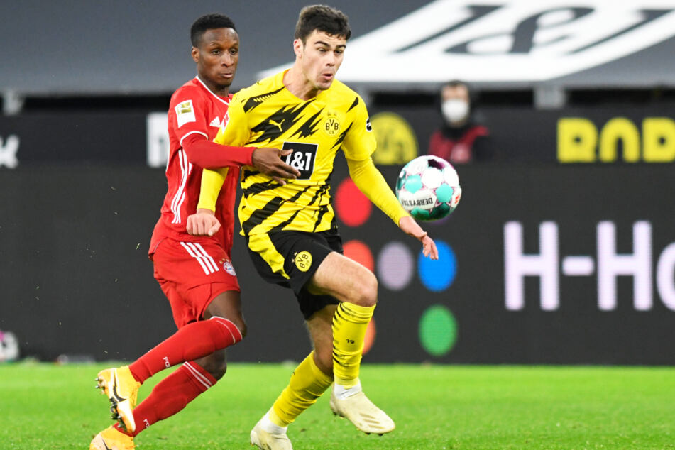 Giovanni Reyna (18; r.) kam bislang in allen zwölf Saisonspielen für Borussia Dortmund zum Einsatz.
