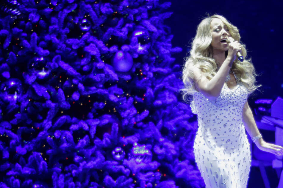 Mariah Carey's first Christmas gift: a TV special with Ariana Grande