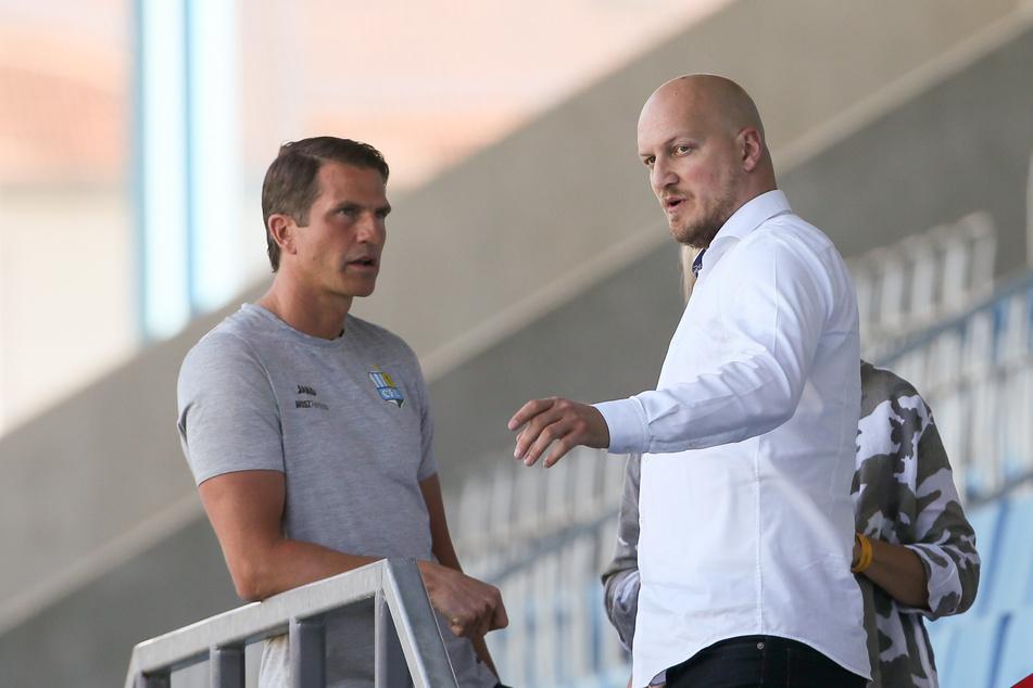 Bleibt er, geht er? CFC-Trainer Patrick Glöckner mit Sportchef Armin Causevic.