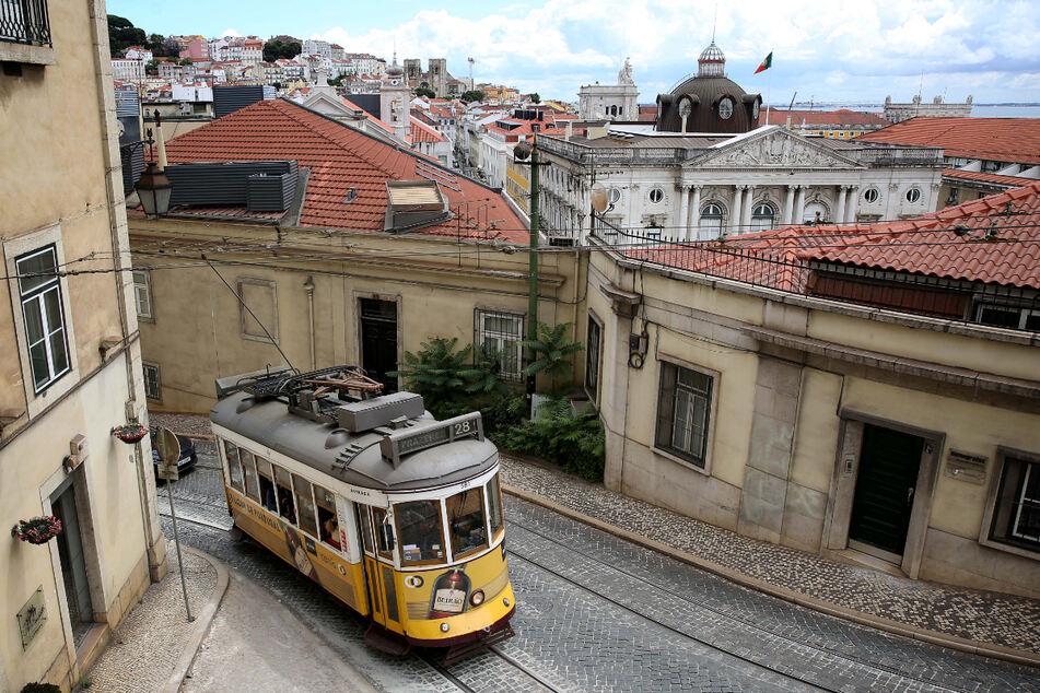 Blick auf die Altstadt von Lissabon. In Portugal geht die Angst vor einer weiteren Ausbreitung der Delta-Variante um.