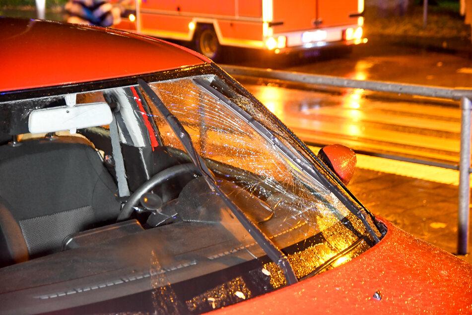 Passant schwer verletzt: Autofahrer überfährt Fußgänger an Zebrastreifen