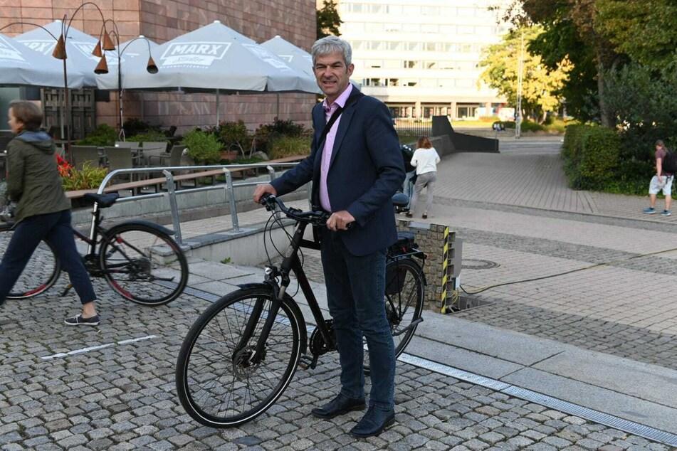 Volkmar Zschocke (51, Grüne) radelte zur Stadthalle.