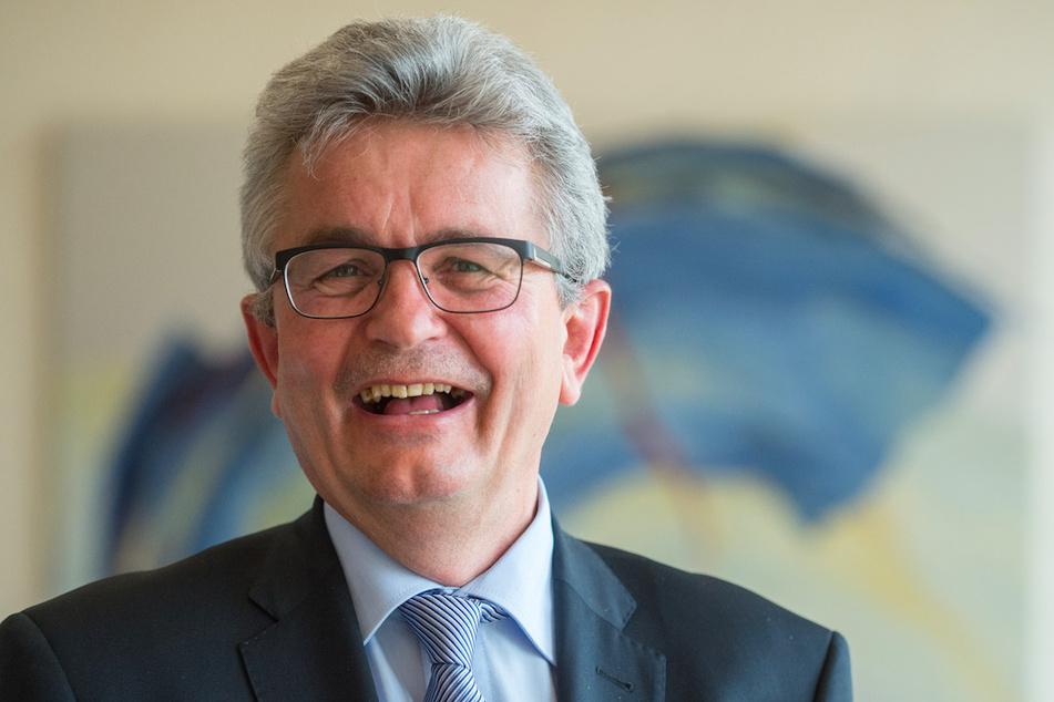 Der Hauptgeschäftsführer des Verbandes der Bayerischen Metall- und Elektro-Industrie e.V. (vbm) Bertram Brossardt will dieLiquidität der Unternehmen erhalten.