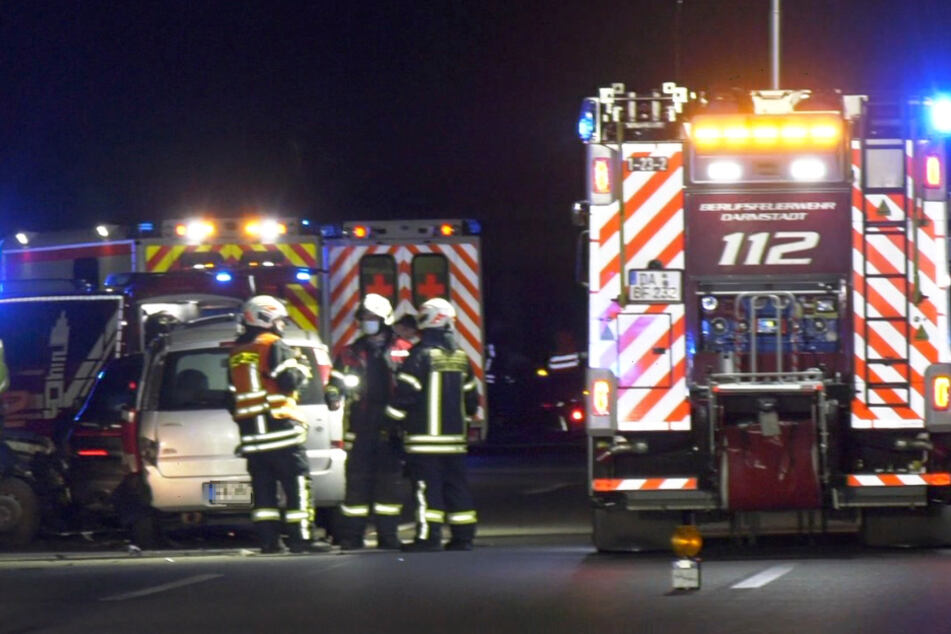 Unfall A5: Trümmerfeld auf Autobahn: Vollsperrung nach Unfall mit Folge-Crash
