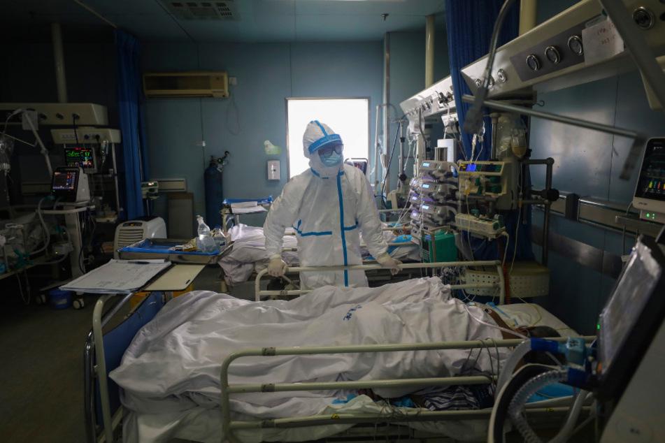 Der elfte Infizierte - ein Arzt aus Grimma - befindet sich bereits in häuslicher Quarantäne. (Symbolbild)