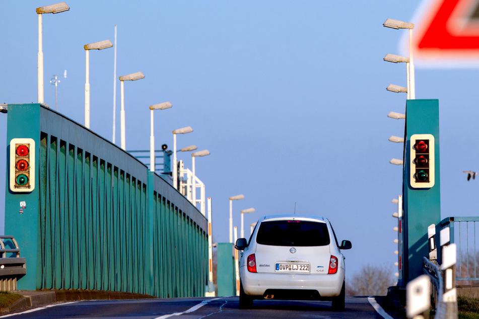 Arbeiten an Zecheriner Brücke: Behinderungen auf Süd-Zufahrt von Usedom!