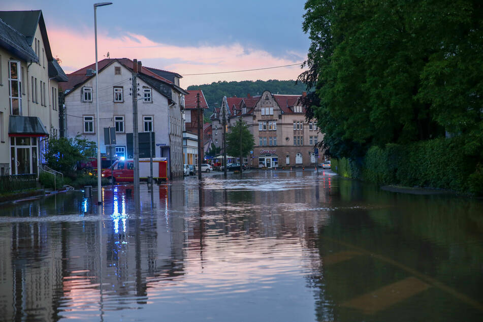 Wieder Unwetter in Thüringen: Starkregen setzt Straßen unter Wasser