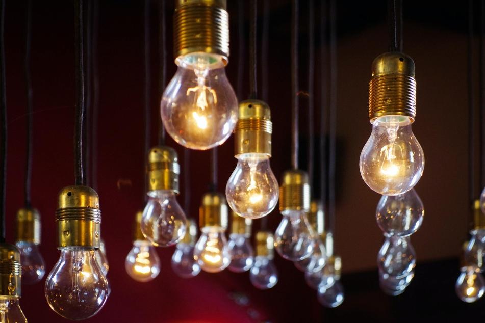 Wer ausgediente Glühbirnen entsorgen möchte, muss die Art der Birne beachten.