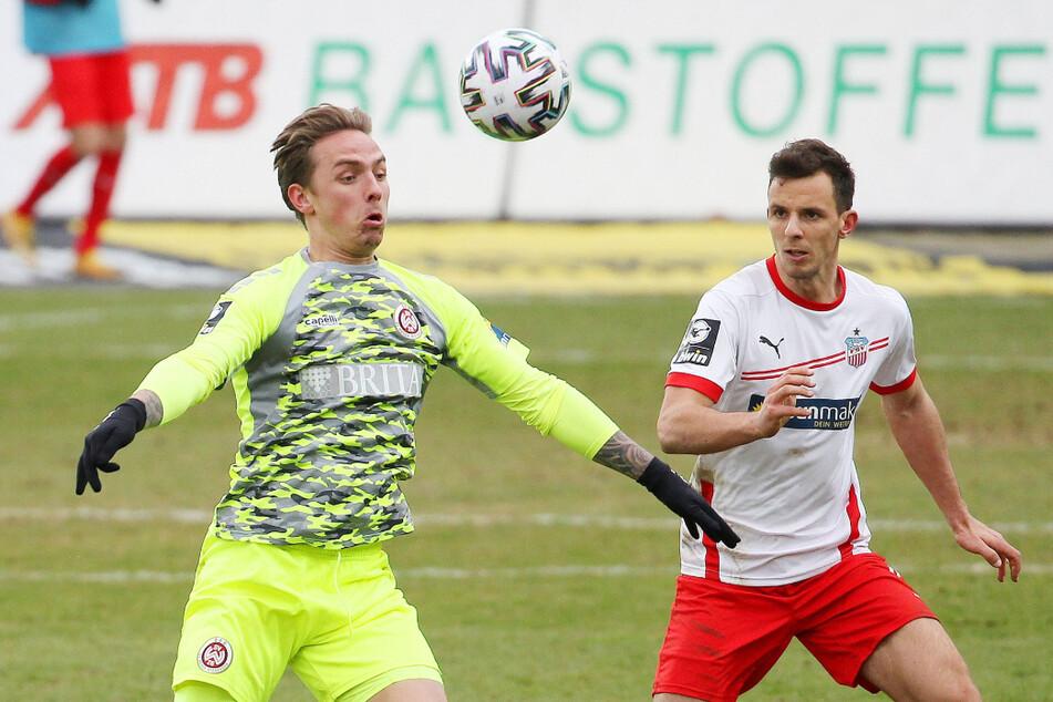 Bastian Strietzel (22, r.) feierte gegen Wiesbaden sein Startelf-Debüt.