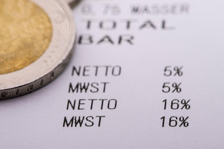Beim Einkaufen fallen seit 1. Juli und noch bis Jahresende nur noch 16 statt 19 Prozent Mehrwertsteuer an, der reduzierte Satz ist von sieben auf fünf Prozent gesunken. Damit will die Bundesregierung den Konsum wieder ankurbeln.